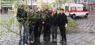 Junge Union verteilte Maibäume auf dem Marktplatz